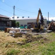 富士吉田市松山W.H様邸解体工事が始まりました。